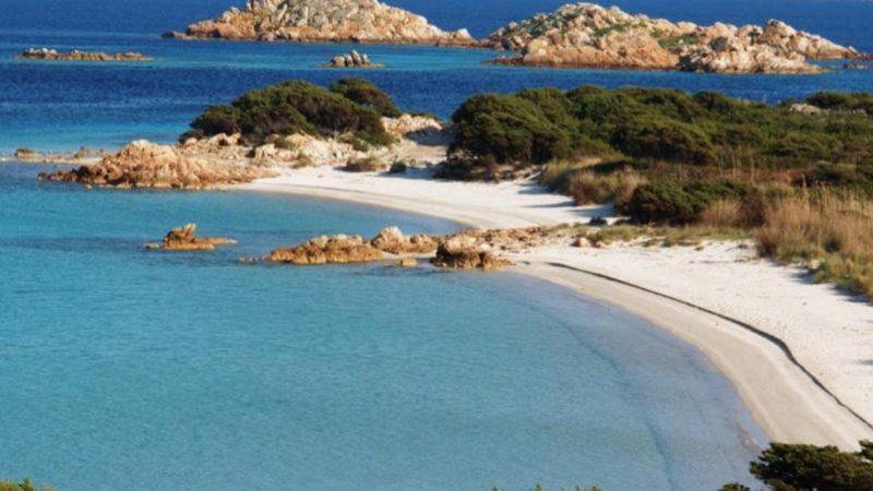 """Un'immagine della Spiaggia del Cavaliere  diffusa il 31 gennaio 2013 dall' """"Ente Parco Nazionale dell'Arcipelago di La Maddalena"""".  ANSA"""